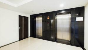 בהמתנה למעלית…